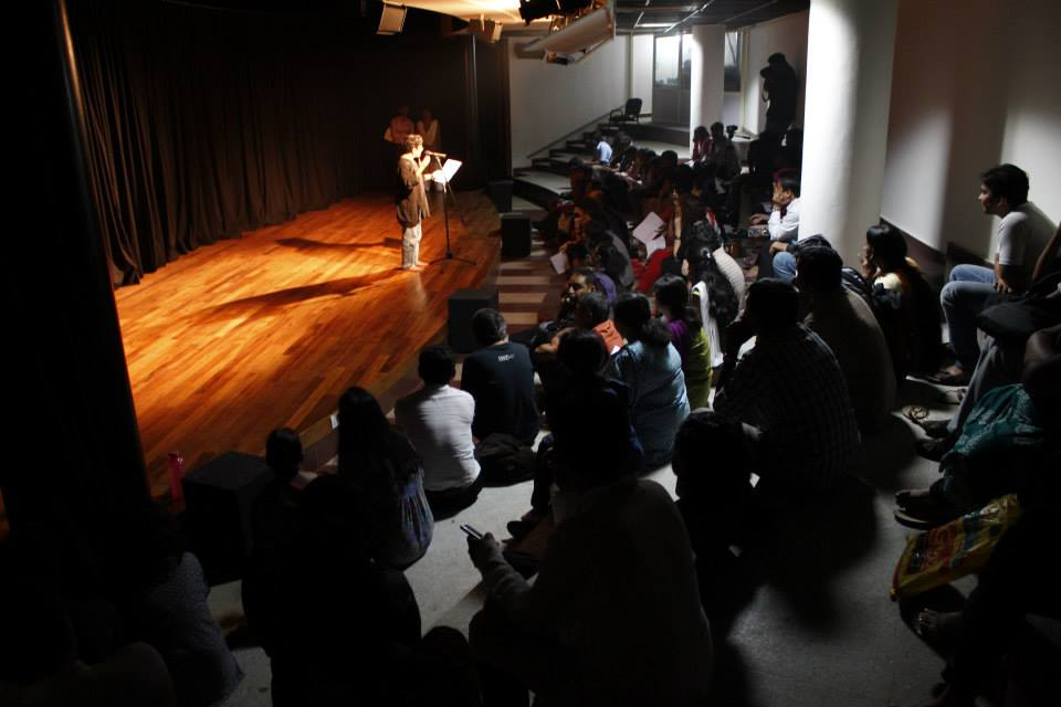 Mamta Sagar recites her Kannada translation of the poem 'Ċomb' / 'Lead' (on the bombardment of Gaza in January 2009), during 'Kaavya Sanje', an evening of poetry at the Ramgoli Metro Art Centre, Bangalore, India, 15.8.2013.