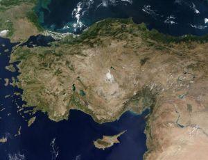 Ħiereġ bil-ġirja mill-Ażja mbiegħda / sa jisporġi fuq il-Mediterran, / dan il-pajjiż qisu ras ta' debba... (Nazim Hikmet)