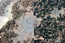 Mexico-US border from space. Photograph taken by astronaut Chris Hadfield aboard the ISS. (NASA)